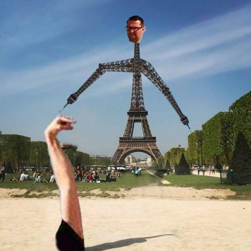 photoshop-eiffel-tower-tourist-photo-sid-frisjes-171