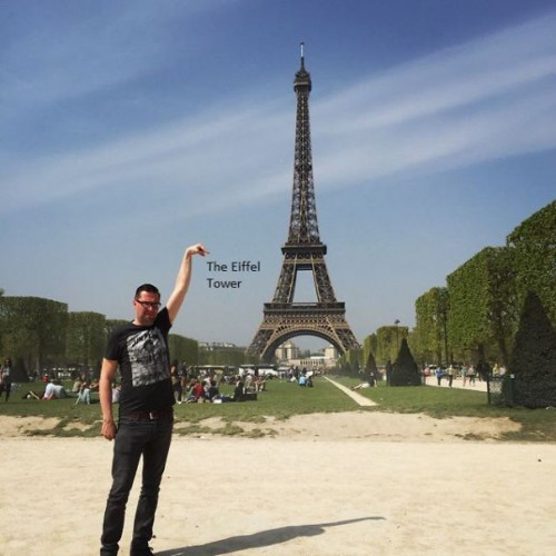 photoshop-eiffel-tower-tourist-photo-sid-frisjes-51