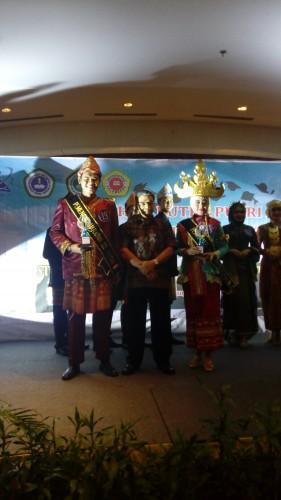 M. Yamin Akhiruddin Saat Menerima Penghargaan Juara Harapan 3 Putra Kopertis 2 2015